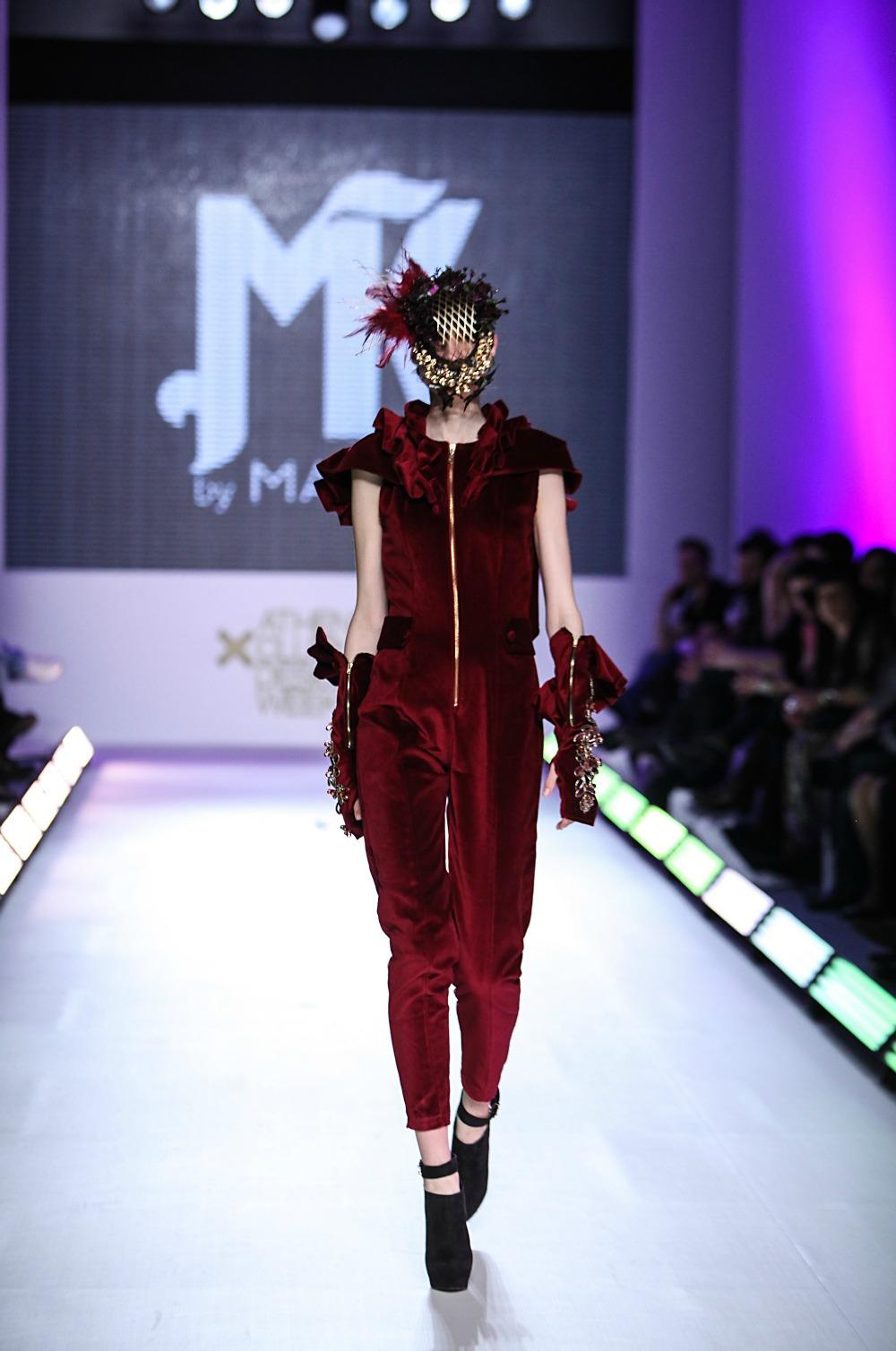 premium selection ccd0d 1de6e Mario moya fashion designer 53