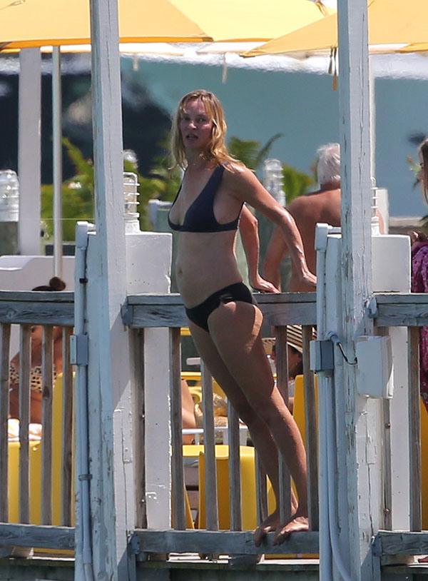 Uma-Thurman-Bikini-Miami-Photos-09 291c3