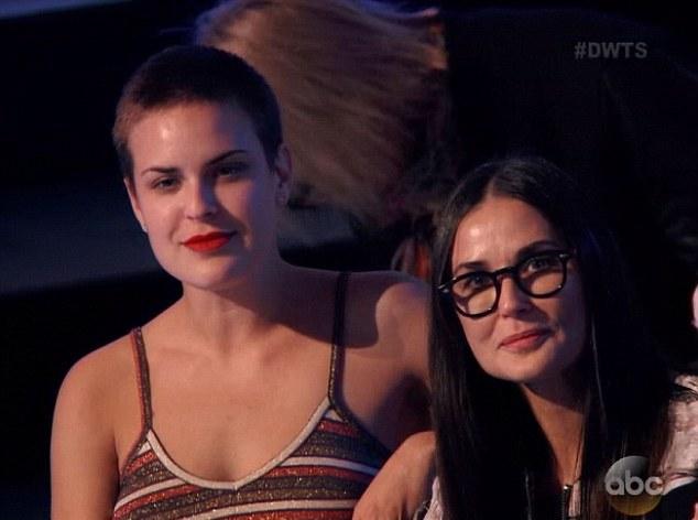 2755B97E00000578-3029779-Proud Tallulah sat alongside a tearful Demi Moore as they watche-a-15 1428464343679 7635a