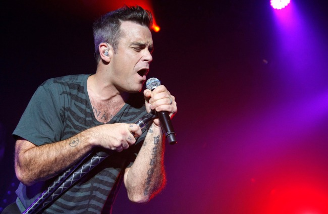 Pictures-Robbie-Williams-Performing-Live-Paris-Watch-Robbie-Gary-Daybreak-Paul-OGrady-Show 284c7