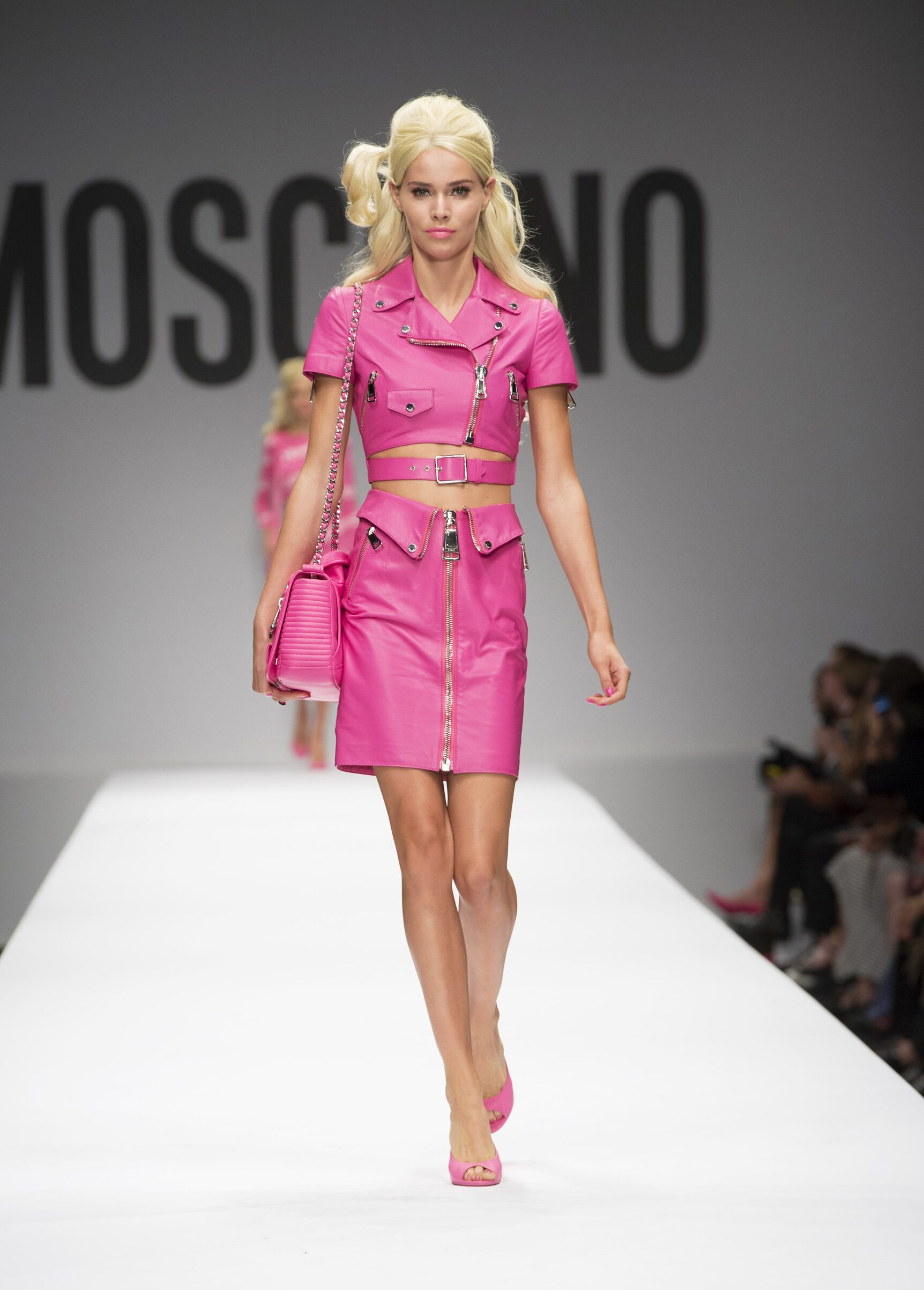 32d1cb4f2a9f Trend Alert  Το φούξια είναι το πιο hot χρώμα του φετινού φθινοπώρου ...