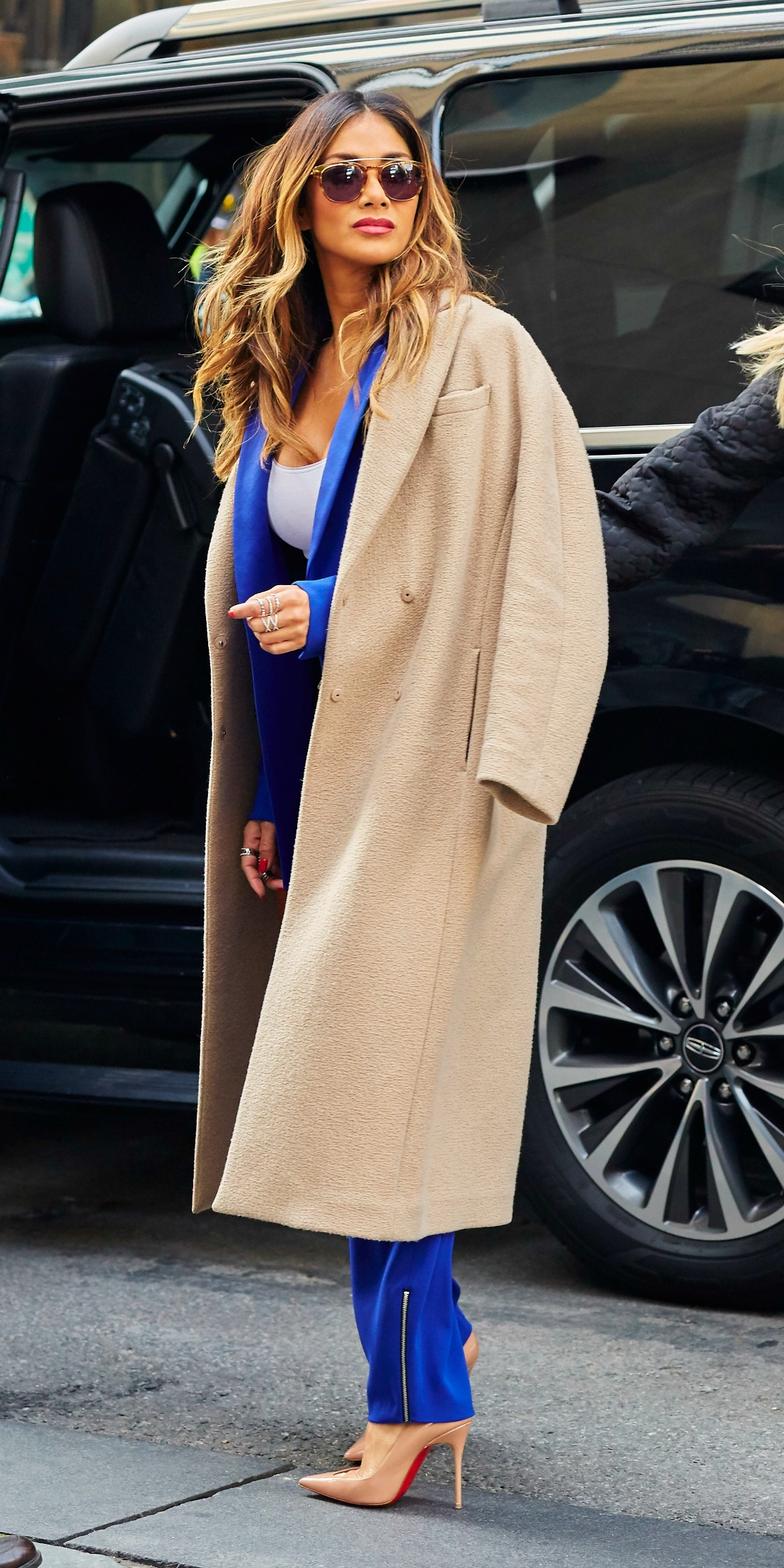 Καμηλό παλτό  Οι celebrities σου δείχνουν πώς να φορέσεις το πιο hot ... 9a88b6fe01c