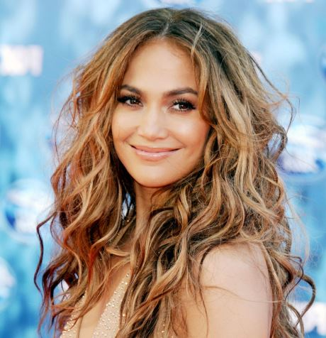 jennifer lopez hair body wave hairstyle this style is using brow highlight for the hair variation and using middle parted style 557c27acaa8f9 66528