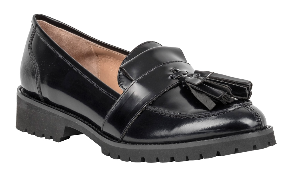 206184122a6 Shopping Guide: 15 flat παπούτσια για τις μέρες των γιορτών - Queen.gr