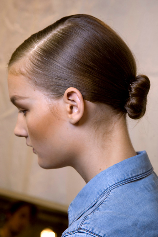 low sleek bun for short hair 2016 620x930