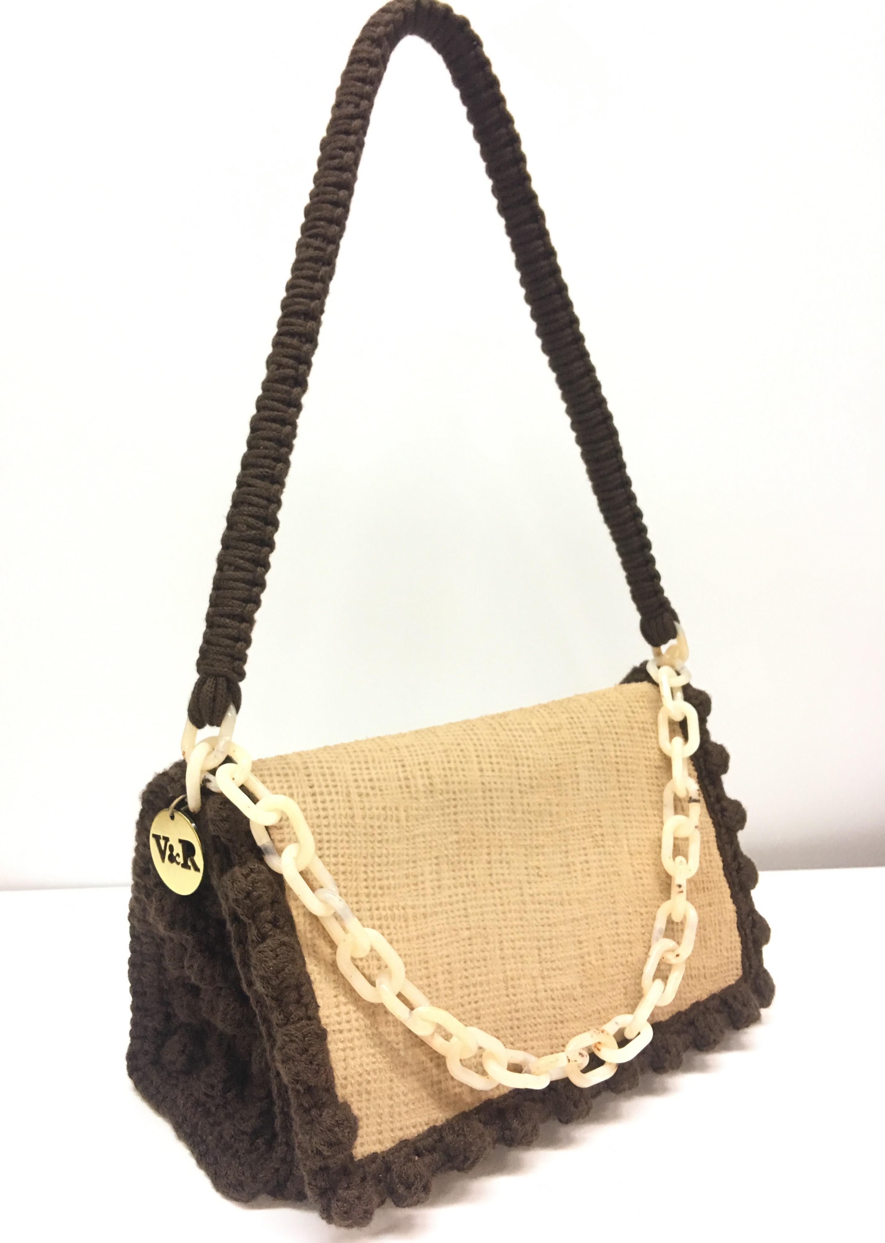 Τhe Bag Issue  Oι must have τσάντες από την V R - Queen.gr 32469194aea