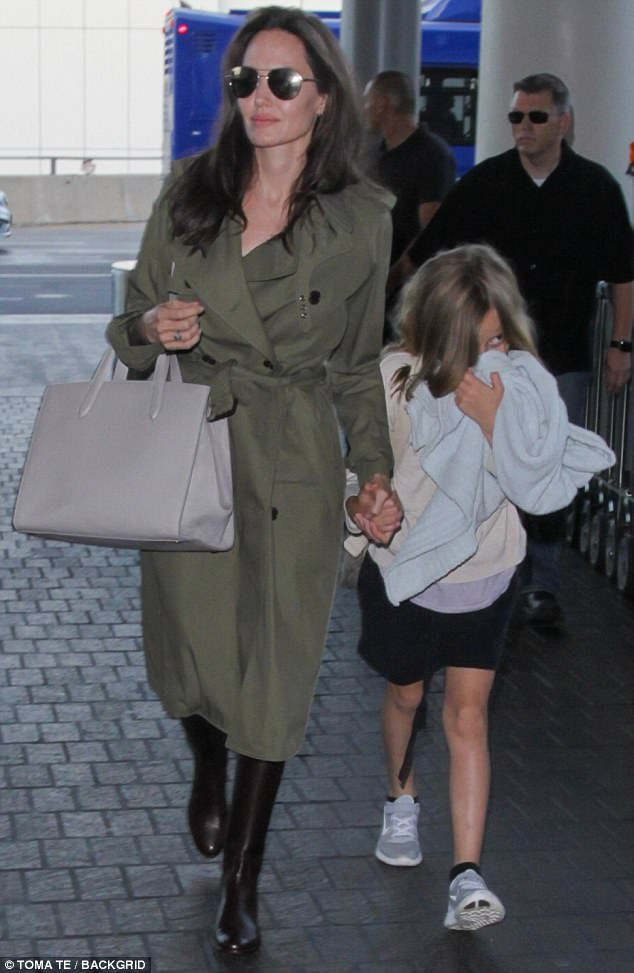 41831EDC00000578 4614758 Time for a trip Angelina Jolie and kids were seen jetting out of a 47 1497768433872