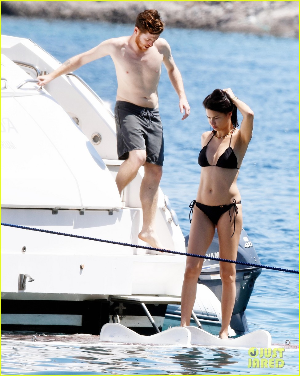 adriana lima boyfriend metin hara relax on a yacht in turkey 03
