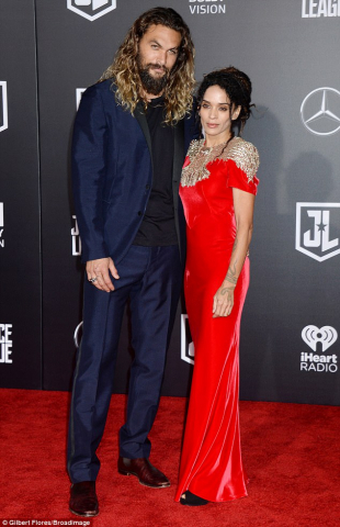 46524CD700000578 0 Gorgeous couple Jason Mamoa 38 posed with wife Lisa Bonet 49 at a 4 1510633316060