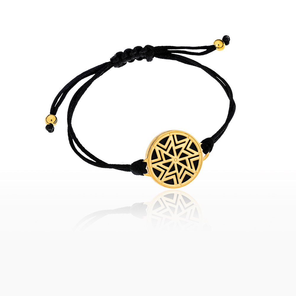 Βραχιόλι AEOLOS σε κίτρινο χρυσό 18ΚΤ με πολύτιμο λίθο όνυχα και μαύρο  σατέν κορδόνι που αυξομειώνεται 9b340c5419e