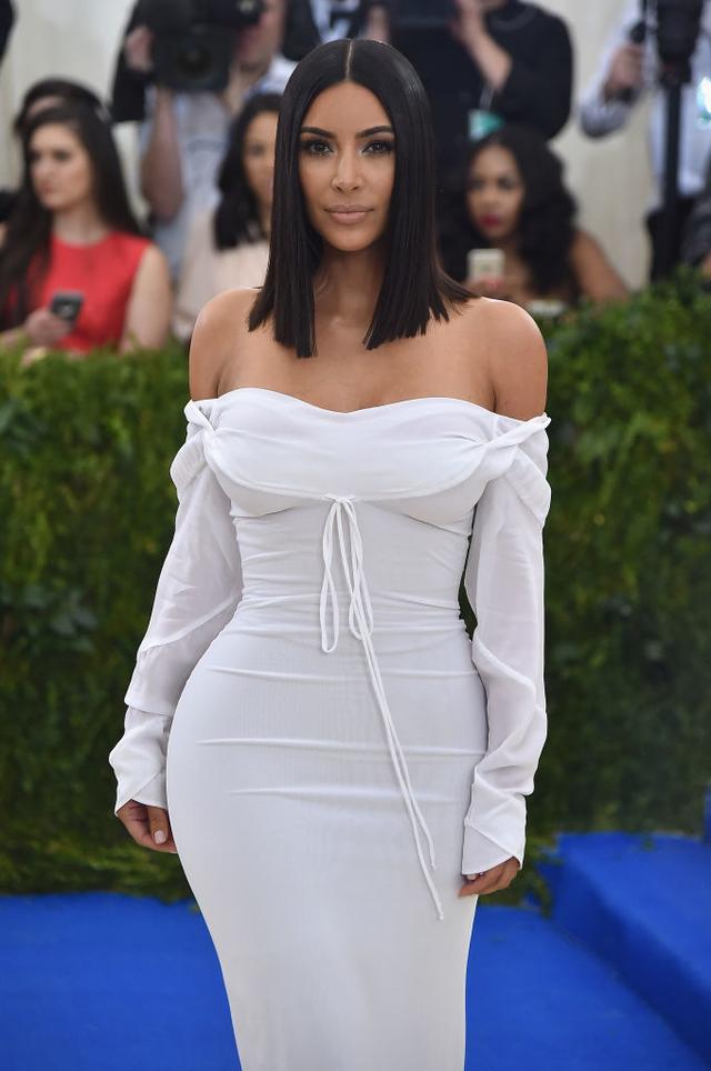 kim kardashian hourglass figure