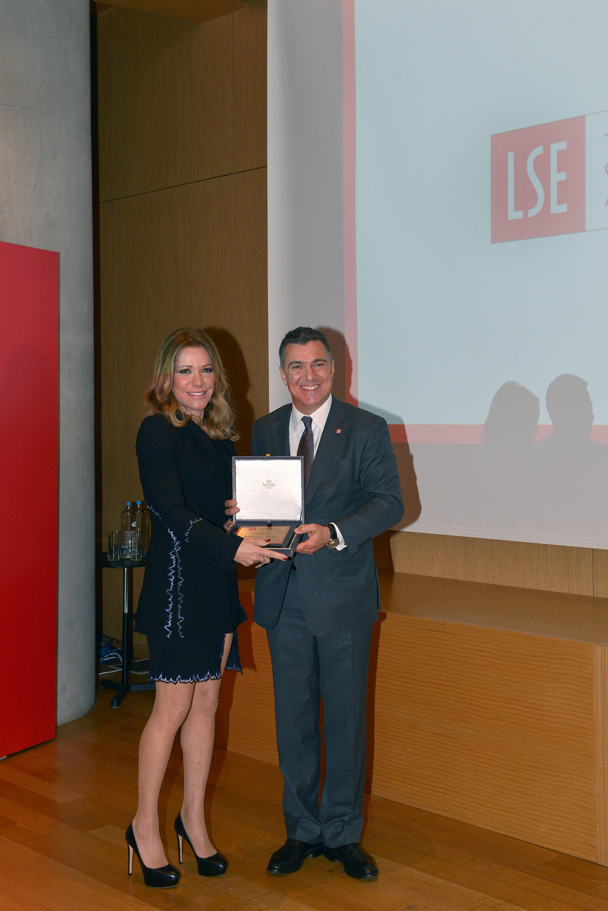 κα Μαριάννα Λάτση κ. Νίκος Σοφιανός Πρόεδρος του Ελληνικού Συλλόγου Αποφοίτων LSE
