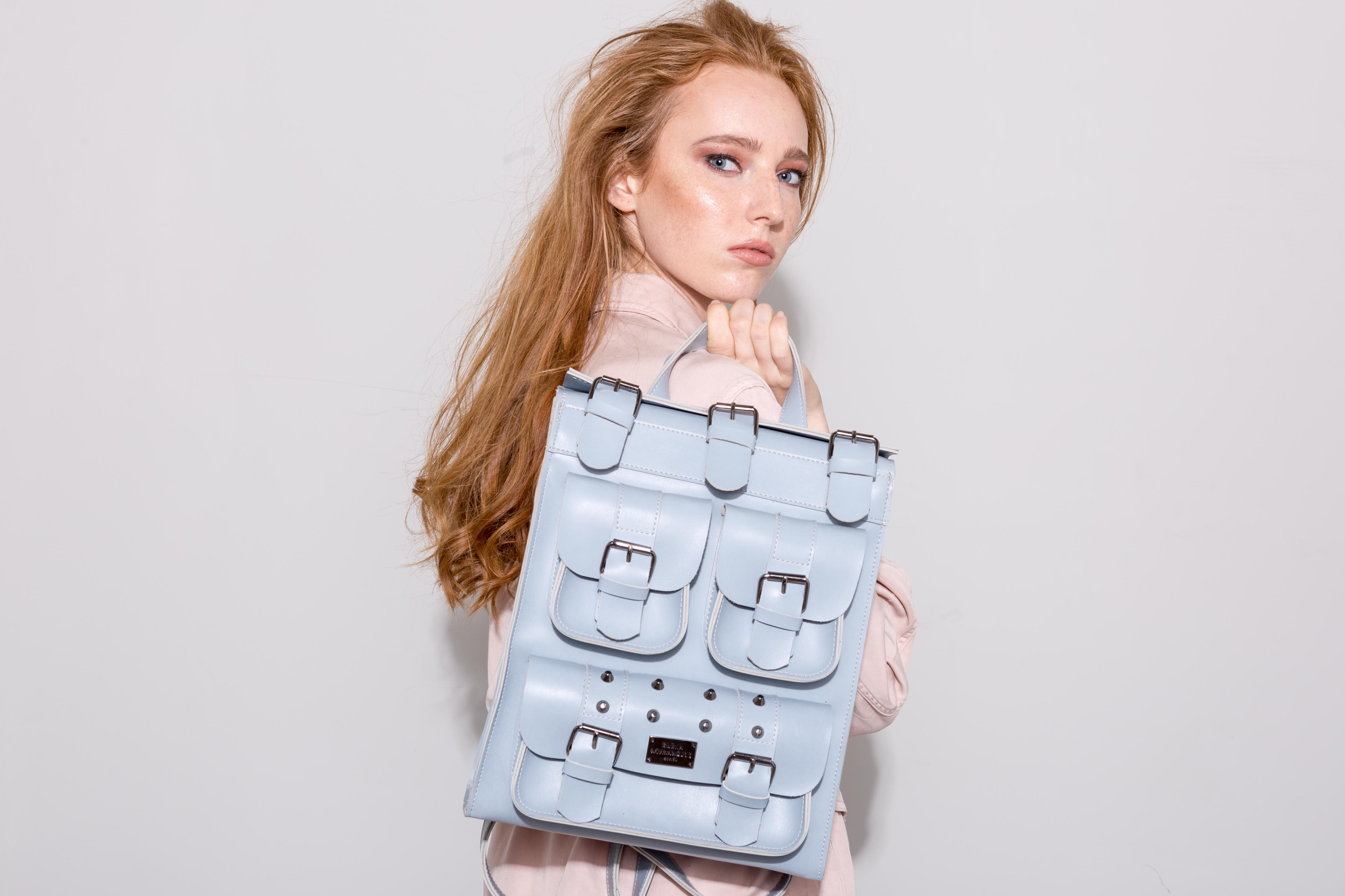 054c412fa8 Ανακαλύψαμε τις made in Greece τσάντες που είναι οι It-bags του ...