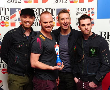 coldplay-brit-awards-2012-backstage-1329863899-view-0